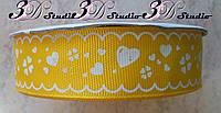 Лента репсовая декоративная желтая с рисунком белые сердечки шириной 2,5 см