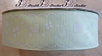 Лента репсовая декоративная светло-салатовая с рисунком белые сердечки шириной 2,5 см