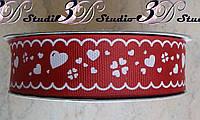 Лента репсовая декоративная бордовая с рисунком белые сердечки шириной 2,5 см