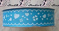 Лента репсовая декоративная голубая с рисунком белые сердечки шириной 2,5 см
