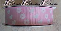 Лента репсовая декоративная светло-розовая с рисунком сердца и цветы шириной 2,5 см