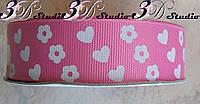 Лента репсовая декоративная розовая с рисунком сердца и цветы шириной 2,5 см