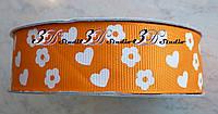 Лента репсовая декоративная оранжевая с рисунком сердца и цветы шириной 2,5 см