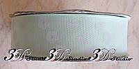 Лента репсовая декоративная светло-салатовая с рисунком сердца и цветы шириной 2,5 см