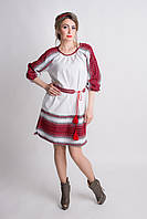 Яркое вышитое женское платье в красной гамме