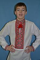 Яркая мужская вышитая рубашка в красной гамме