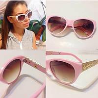 Женские солнцезащитные очки с декорированной оправой (несколько расцветок) e-4316214