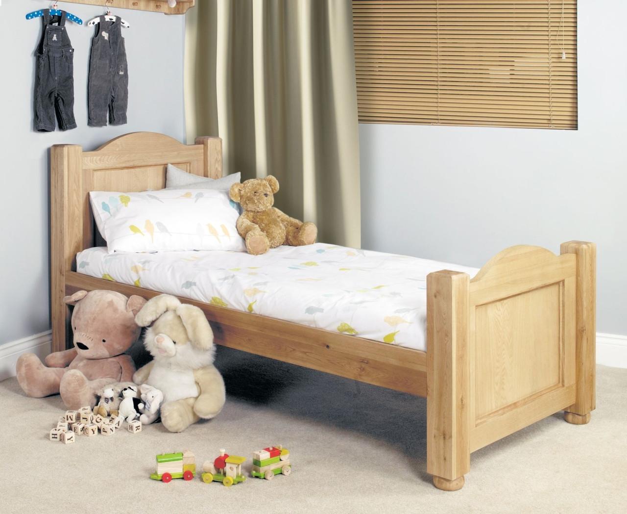 Кровать из массива дерева 037
