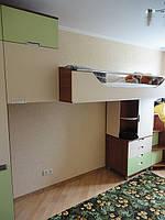 Детский комплект мебели на заказ :кроватка с лесницей ящиками ,комод,шкаф с пеналомна заказ в Харькове.