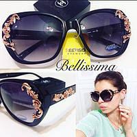 Женственные солнцезащитные очки с декорированной оправой w-4316238