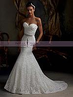 Элегантное кружевное свадебное платье со шлейфом