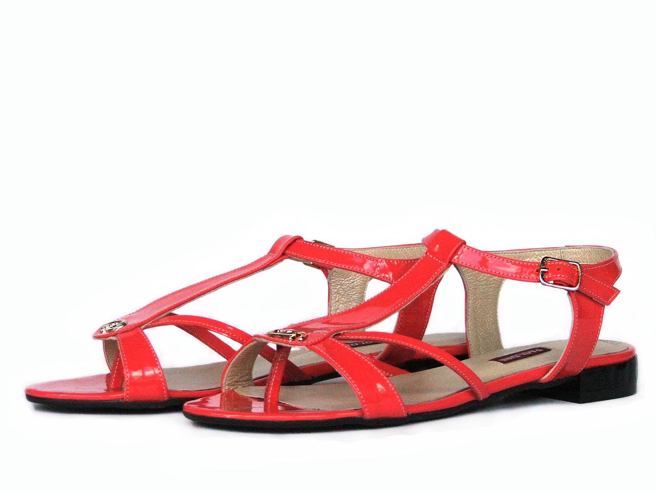 Лаковые коралловые сандалии