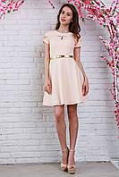 Нежное платье с поясом золотистого цвета