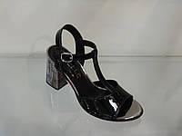 Стильные женские босоножки на не высоком каблуке
