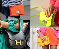 Маленькие сумочки - идеальный аксессуар для укладки