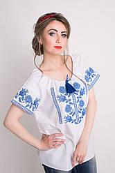 Красивая женская вышитая блуза в голубой гамме
