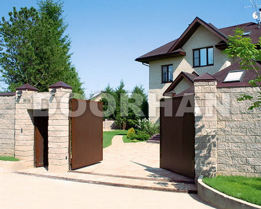 Ворота Doorhan с отдельно стоящей калиткой