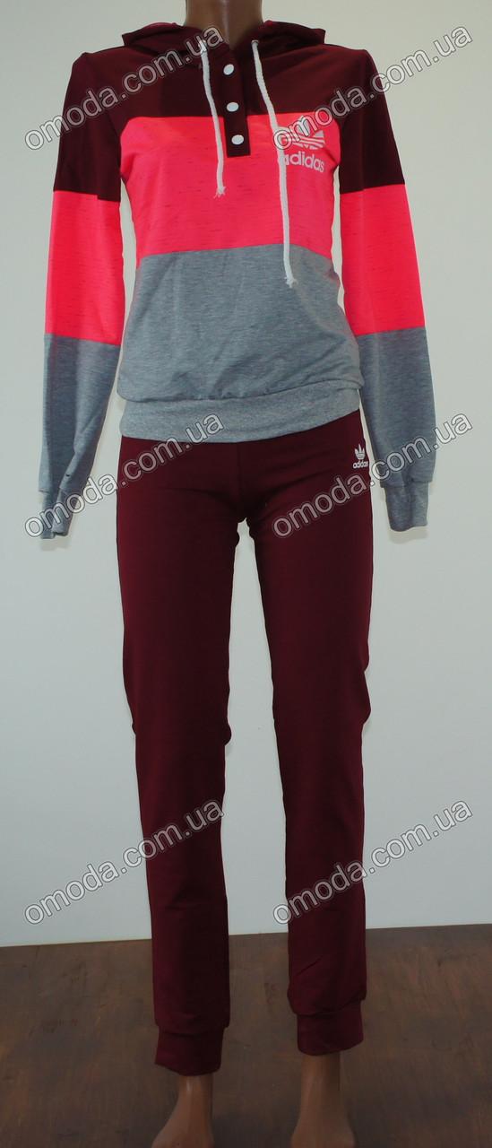 Женский спортивный костюм. Трехцветный костюм бордовый