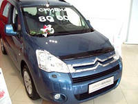 "Дефлектор капота Citroen Berlingo 2008 и выше (Peugeot Partner) ""SIM"" темный"