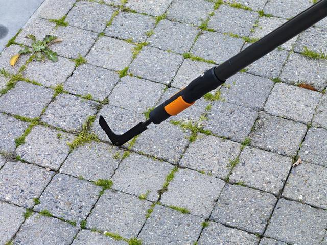 Скребок для удаления травы Fiskars QuikFit (136521)