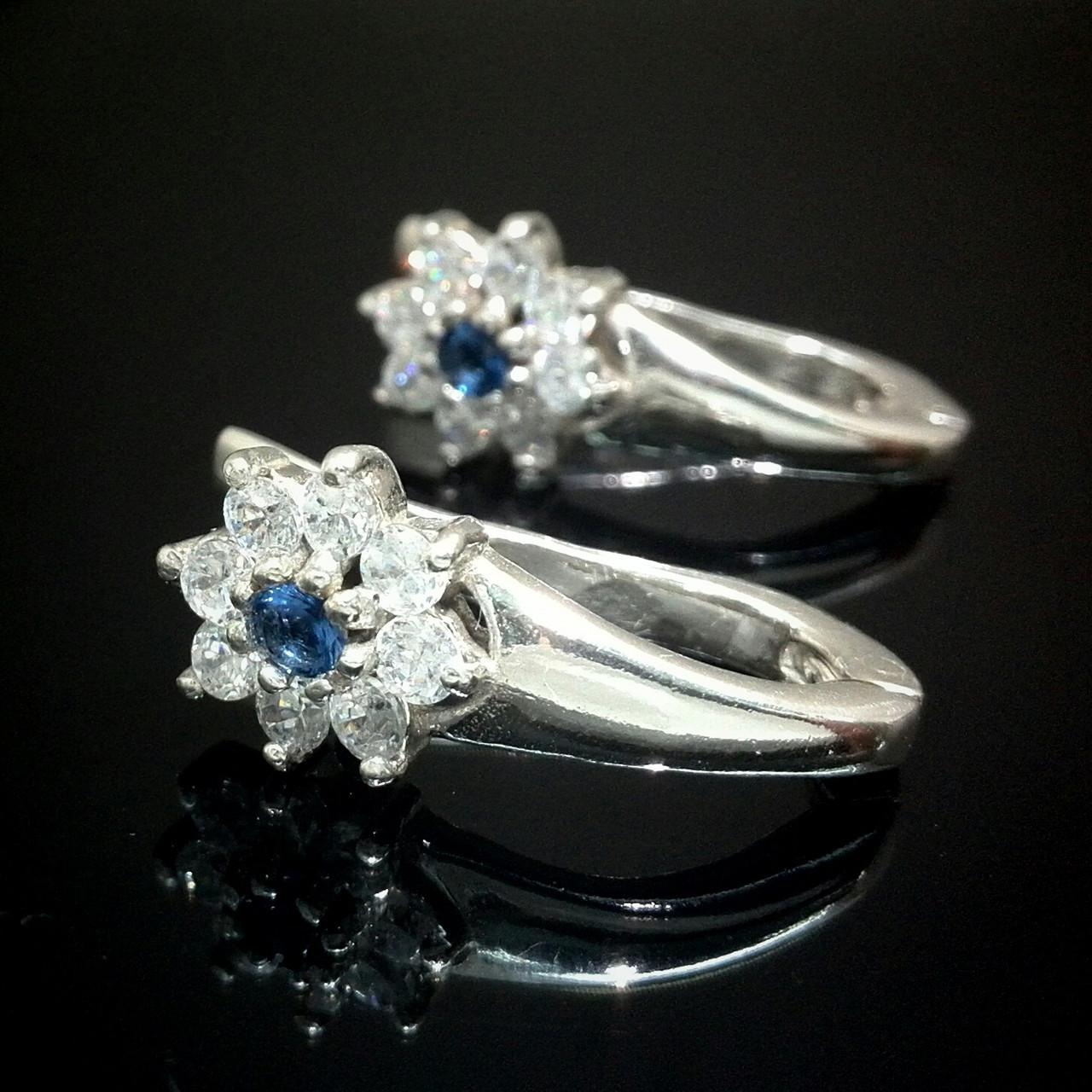 Серебряные серьги Цветы с фианитами