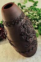 Глиняная ваза с лепкой
