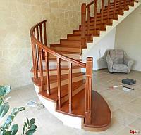 Лестница с забежными ступенями (ольха)