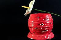 Цветочный горшок красного цвета