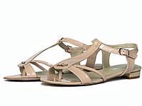 Бежевые лаковые сандалии
