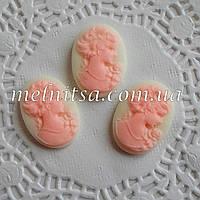Камея, размер 24х18мм, розовая на белом  фоне