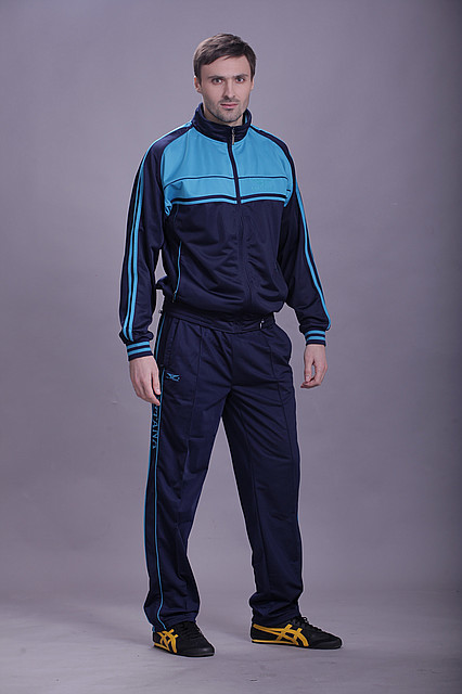 спортивный костюм с олимпийским знаком