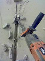 Штробление под электрокабель в стене