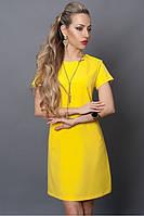 Яркое летнее платье прямого фасона в желтом цвете