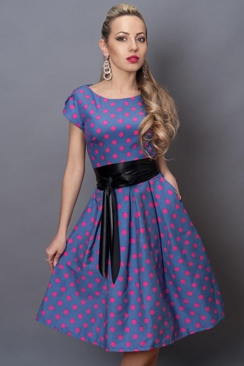 Классное летнее платье с пышной юбкой в розовый горох