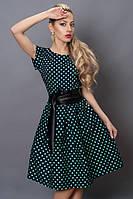 Кокетливое платье с декоративными складками на талии и широким кожаным поясом