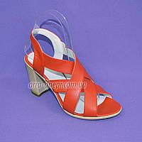 Коралловые кожаные босоножки на высоком каблуке от производителя