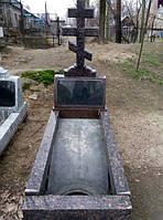 Гранитный памятник мраморный с крестом  и цветником