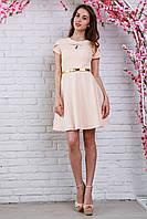Романтичное молодежное платье из жаккардовой ткани брошью на груди