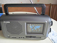 Радиоприемникс возможностью чтения флэш-карт и накопителей ATLANFA AT-877