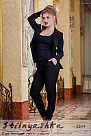 Женский черный костюм пиджак с брюками красный ворот