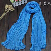 Легкий жатый шарф голубой