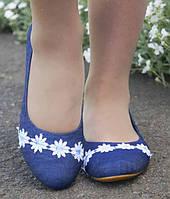 Джинсовые удобные женские туфли балетки на низком ходу с кружевными цветочками