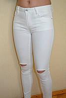 Джинсы женские белые рваные колени