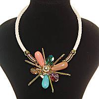 [10, 20, 30 мм] Колье цветок ( 85 х 85 мм) кожаный ремешок золотистые вставки камни овальные гладкие непрозрачные, прозрачные яркие алмазная огранка