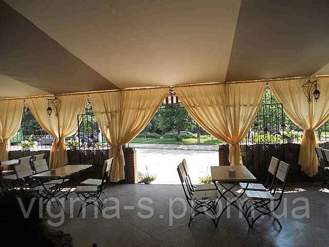 Тканевой потолок и шторы для летней площадки