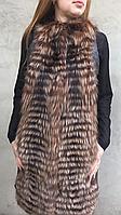 Жилет длинный из меха чернобурки.