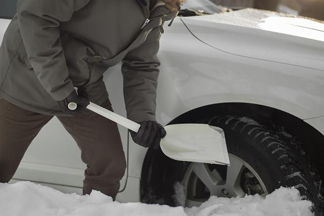 Лопата автомобильная для снега Fiskars SnowXpert (143072)
