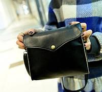 Женская сумка через плечо черного цвета