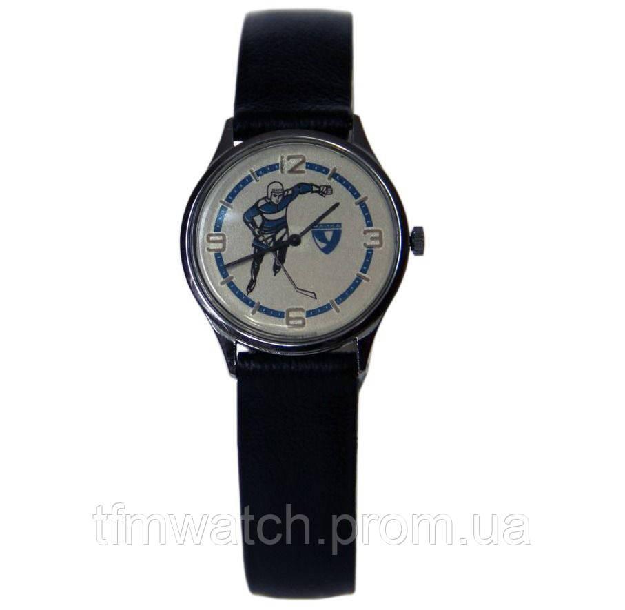 Механические часы Чайка хоккеист СССР