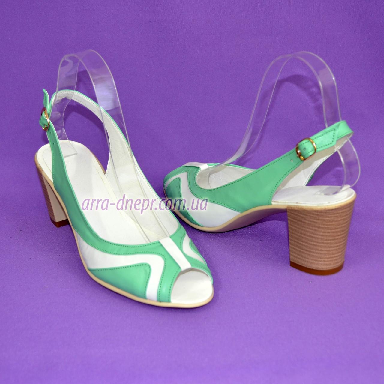 Классические кожаные босоножки женские на каблуке, цвет мята/белый